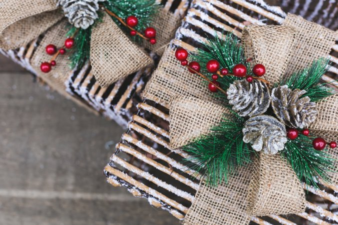 holiday-market-gift-decorations_4460x4460