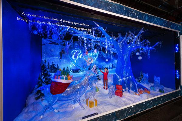 94254-macys-new-york-holiday-window-decorations